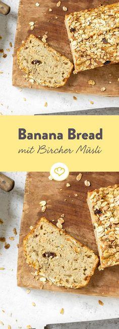 Bananen mit Bircher Müsli mischen und im Ofen zu einem unwiderstehlich leckeren Banana Bread backen lassen. Lauwarm ein Gedicht.