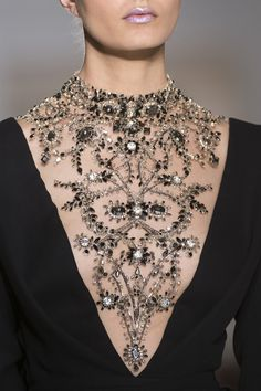 Inspiration Mode Detail at Ralph and Russo Couture Fall Winter 2017 Style Couture, Couture Details, Fashion Details, Couture Fashion, Fashion Show, Fashion Design, Net Fashion, Ralph & Russo, Style Outfits