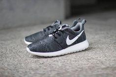 Nike Roshe Run Print GS   Black / White   Anthracite   Cool Grey