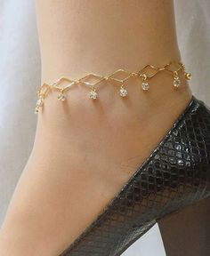 See our Anklets - Female made from a remarkable range at Jewellery. Ankle Jewelry, Hand Jewelry, Ankle Bracelets, Indian Wedding Jewelry, Wedding Jewelry Sets, Bridal Jewelry, Antique Jewellery Designs, Gold Earrings Designs, Stylish Jewelry