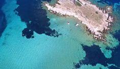 """Η Αμμουλιανή είναι ένα νησάκι στον κόλπο του Αγίου Όρους, απέναντι από την Τρυπητή. Πρόκειται για το μοναδικό κατοικημένο νησί στη Χαλκιδική. Στο τρίτο πόδι της Χαλκιδικής, βρίσκεται καλά κρυμμένος ένας μαγευτικός """"μίνι"""" παράδεισος: Η Αμμουλιανή. By VanjaIvana shutterstock Ένας μαγευτικός συνδυασμός χρυσής και ψιλής αμμουδιάς, γαλαζοπράσινης θάλασσας, βλάστησης και γιγαντόσωμων βράχων. By VanjaIvana shutterstock_ […] The post Αμμουλιανή: Ο απόλυτος εξωτικός παράδεισος είναι στη Χαλκιδική a Waves, Outdoor, Outdoors, Ocean Waves, Outdoor Games, The Great Outdoors, Beach Waves, Wave"""