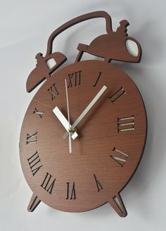 Wecker Clock Wood Crafts, Diy And Crafts, Life Hacks Youtube, Laser Art, Partition Design, Wall Clock Design, Cnc Projects, Scroll Saw Patterns, Home Decor Furniture
