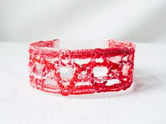 bracelet handmade bobbin lace out of bead yarn red by UliBaysie, €24.90