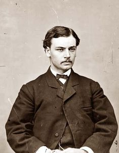Robert Lincoln was waiting to board a crowded train when he fell between the train and the platform. He was not harmed due to being pulled to safety by Edwin Booth, brother of the man that a short time later would kill Robert's father, Abraham Lincoln Robert Todd Lincoln, Abraham Lincoln, History Facts, World History, Strange History, American Presidents, American History, Old Pictures, Old Photos