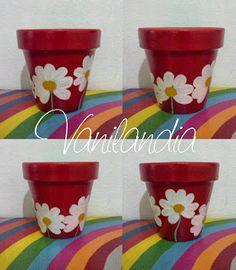 Maceta tamaño 14 a pedido para el cumple de la hija de Gabriela como base para alojar los souvenir, flores de chocolates
