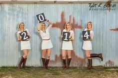 Love this idea for senior pictures. Perfect for grad cards! #seniors #seniorpictures