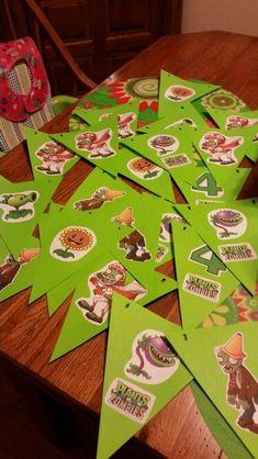 Resultado de imagen de plants vs zombies birthday Plants Vs Zombies, Zombies Vs, Zombie Party Decorations, Balloon Decorations Party, Zombie Birthday Parties, Birthday Fun, Plantas Versus Zombies, Plant Zombie, Little Man Birthday