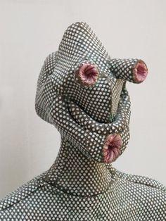 Michel Gouery, Vorlone (détail), 2006 Terre cuite émaillée Courtesy galerie Anne de Villepoix, Paris