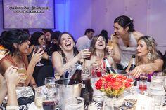 Brindando con amigas. Bodas http://www.gusso.com.ar/bodas.html