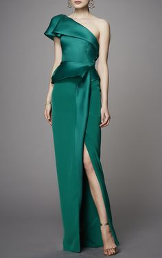 This #Marchesa gown features an asymmetric one shoulder silhouette, peplum waist, and column style skirt.