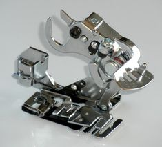A ruffler is a very versatile presser foot to own. With it, you can make ruffles or pleats. Sewing Hacks, Sewing Projects, Sewing Ideas, Sewing Machine Presser Foot, Sewing Accessories, Ribbon Embroidery, Sewing Techniques, Fabric, Magdalena