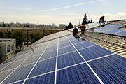Planta fotovoltaica South Wind  10/2014, Qulicura, Santiago, Chile   Potencia: 99.2 kWp  Producción de energía: 175'000 kWh/año   Ahorro de CO2: 72.7 t/año    Tipo de instalación: Sobre el tejado, Redes