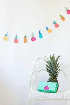 DIY Pineapple Garland + Free Printable, DIY Pineapple Garland + Free Printable from Striped Cat Studio for Studio DIY. Party Printables, Free Printables, Printable Art, Easter Printables, Arts And Crafts, Diy Crafts, Flamingo Party, Tropical Party, Diy Party