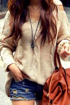 Fashion, Beauty and Style: Oversized Knit Sweater With Denim Shorts and Leather Handbag. I hate that the shorts are that short though. Mode Style, Style Me, Casual Outfits, Fashion Outfits, Womens Fashion, Teen Fashion, Pretty Outfits, Cute Outfits, Slouchy Sweater
