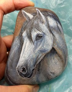 25 Suprising DIY Projects Painted Rocks Animals Horse for Summer Ideas - Pferd Pebble Painting, Pebble Art, Stone Painting, Diy Painting, Pebble Mosaic, Painted Rock Animals, Painted Rocks Craft, Hand Painted Rocks, Painting Animals On Rocks