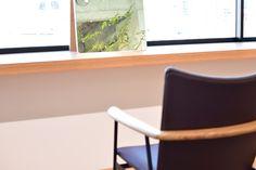 【大阪市 美容室 Three 様】 大阪市・北浜の美容院「Three」様へ、「yu-iron chair」×4脚を納品させていただきました。 #美容室の椅子 #おしゃれな椅子 #アイアンチェア #京都 #日本製  #chair #furniture #japan #kyoto #北欧インテリア #おしゃれなインテリア #おしゃれなチェア #おしゃれな家具 #つくりのいいもの #アイアン椅子 #美容院の椅子 #アイアン家具 #カットサロン家具  #北浜Three Floor Chair, Flooring, Furniture, Home Decor, Hardwood Floor, Interior Design, Home Interior Design, Floor, Paving Stones