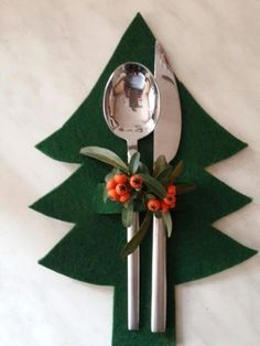 16 different ways to decorate your Christmas table - Healthy lifestyle - 16 dif. - 16 different ways to decorate your Christmas table – Healthy lifestyle – 16 different ways to - Christmas Projects, Christmas Home, Holiday Crafts, Christmas Holidays, Christmas Ornaments, Cheap Christmas, Christmas Ideas, Felt Christmas Trees, Art Christmas Gifts