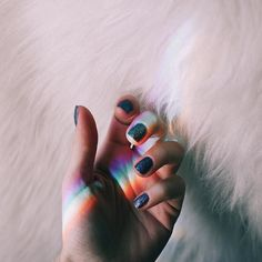 """Eu e minhas fotos de arco íris... gosto tanto desse fênomeno de cores não é absurdamente incrível esses reflexos de arco íris e tão mais incrível ainda quando ele aparece no céu depois de uma chuva é como uma luz de esperança um sinal. E é algo que você não pode """"ter"""" pegar e guardar numa caixinha ele aparece quando quer e você só verá se estiver atento a esses pequenos sinais"""