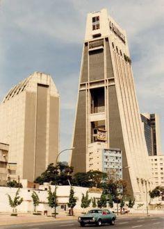 Torre La Previsora, Plaza Venezuela, Caracas, Venezuela. Por aquí pasaba a diario en 1996 cuando trabajé en Nestlé