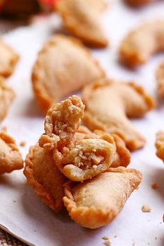 Peanut Puffs - sweet ground peanut wrapped with crispy pastry shell. Deep-fried to golden brown, so addictive and yummy.