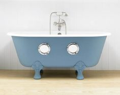 Porthole Bathtub....cool little place for my kiddies to imagine.