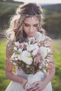 boho wedding hairstyle and boho wedding bouquet