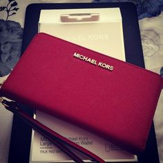 Every Fashionable Woman Should Have #michaelkors
