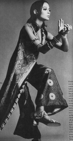Vogue 15th November 1968 Model Berkley Johnson Photo Richard Avedon