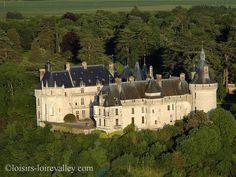 Survol en ulm du Château de Chaumont sur Loire qui surplombe le Fleuve Royal