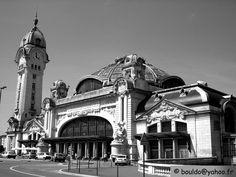 Gare de Limoges-Bénédictins une des plus belles gares du monde. La coupole et le campanile sont les points forts du bâtiment. Vitraux et statues donnent à cette gare une allure de monastère.