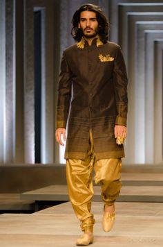 Shantanu and Nikhil India Bridal Fashion Week 2013 To Die For Asian Men Fashion, Male Fashion Trends, India Fashion, Mens Fashion, Western Outfits, Indian Outfits, Indian Man, Indian Groom, Groom Wear