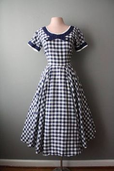 Such a sweetly pretty navy blue and white gingham dress. Such a sweetly pretty navy blue and white gingham dress. Vintage Fashion 1950s, Vintage Wear, Vintage Looks, Retro Fashion, Vintage Dresses, Vintage Outfits, 1950s Dresses, Vintage Style, Vintage Clothing