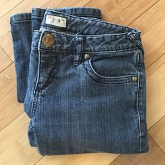 Free People Classic Skinny Jeans Classic Free People Skinny jeans. Size 28. 2% spandex. Good used condition. Inseam approx. 29.5. Free People Jeans Skinny