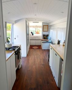 Living on the bus - this tiny home on wheels is for sale .- Living on the bus – this tiny home on wheels is for sale Above a certain mileage it means: end in the field. Bus Living, Tiny House Living, Small Living, Living Spaces, Astuces Camping-car, Bus Remodel, School Bus House, Converted Bus, Kombi Home