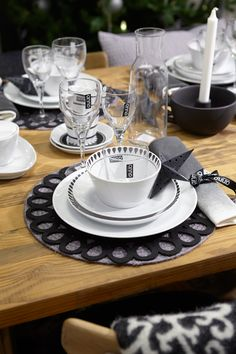 #kodin1 #anno #joulu #kattaus #astiat Dining Set, Dining Rooms, Kitchen Dining, Kitchens, Table Settings, China, Dishes, Tableware, Creative