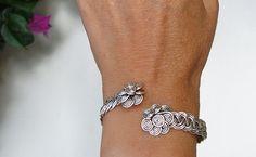 Bracelet-Braided wire with flowers