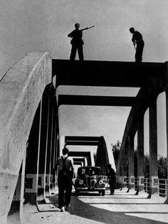 Robert Capa © International Center of Photography SPAIN. August-September 1936. A checkpoint near Barcelona.