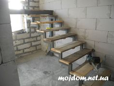 устанавливаем временные ступеньки Metal Stairs, Modern Stairs, Welding Design, Stair Railing Design, Steel House, Iron Gates, Bookcase, Wood, Furniture