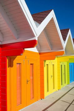 Rainbow Beach Huts at North Bay, Scarborough (UK) Living Colors, British Seaside, Architecture Design, Seaside Beach, Happy Colors, Exterior Paint, Play Houses, House Colors, Rainbow Colors