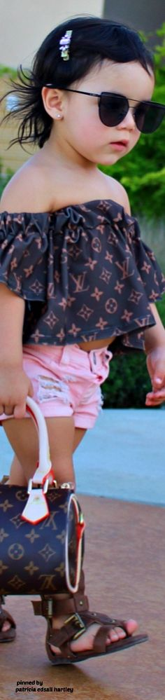 Little Fashionista Louis Vuitton Accessories, Little Fashionista, Child Models, Cute Kids, Baby Kids, Kids Fashion, Photo And Video, Children, Specs