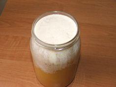 Bardzo często możemy zaobserwować, że miód zakupiony bezpośrednio od pszczelarza wyglądem nie przypomina tego w markecie; białe przebarwienia na miodzie ...