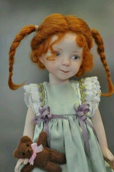 Noel est si proche que je vous propose une petite selection de poupées et maisons anciennes.....  ...