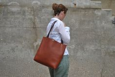Hey, I found this really awesome Etsy listing at https://www.etsy.com/uk/listing/241313693/large-handstiched-italian-leather-tote