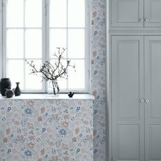 The wallpaper Amelie Blå - from Sandberg is wallpaper with the dimensions m x m. The wallpaper Amelie Blå - belongs to the popular wallp Botanical Wallpaper, Tree Wallpaper, Print Wallpaper, Wallpaper Ideas, Amelie, Interior Wallpaper, Kitchen Wallpaper, Decorating Blogs, Decorating Your Home
