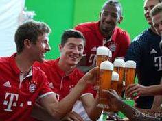 Zwei Tage vor dem Beginn des Oktoberfests wurden die Spieler des FC Bayern für…