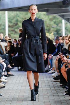 IMRECZEOVA SS18 black scuba coat with quilted belt 60 Degrees, Runway, Belt, Shirt Dress, Shirts, Black, Dresses, Fashion, Cat Walk