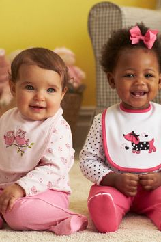 Iris and Janiyah look comfy and cute in our lap shoulder bib sets. Owls and dogs are on-trend this Fall. Keep them clean with Dreft!