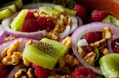 Raspberry and spinach salad A very simple Paleo salad of raspberry, spinach, walnuts, kiwis an Primal Recipes, Whole Food Recipes, Healthy Recipes, Paleo Food, Paleo Diet, Paleo Meals, Paleo Fruit, Dukan Diet, Gourmet Foods