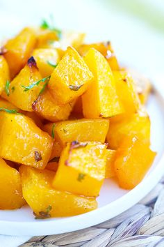 Honey roasted butternut squash - the most delicious roasted butternut squash recipe with butter and honey. Easy recipe and everyone loves this side dish. Side Dish Recipes, Vegetable Recipes, Easy Delicious Recipes, Healthy Recipes, Roasted Butternut Squash, It Goes On, Nutrition, Vegetable Side Dishes, Recipes