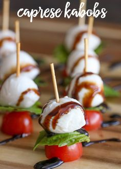 Simple, quick and delicious Caprese Kabobs - grape tomatoes, fresh mozzarella, and basil, drizzled with balsamic vinegar. Takes minutes to throw together and is a great recipe perfect for any party or get together. Tomato Appetizers, Vegetable Appetizers, Appetizers For Kids, Yummy Appetizers, Appetizer Recipes, Vegetable Snacks, Yummy Recipes, Tomate Mozzarella, Appetizers